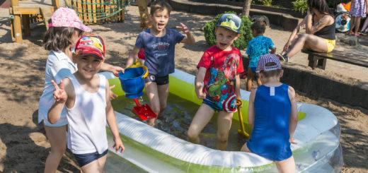 Badesachen an und rein ins Planschbecken - die Ferienbetreuung in Delmenhorst läuft auf Hochtouren. Foto: Meyer