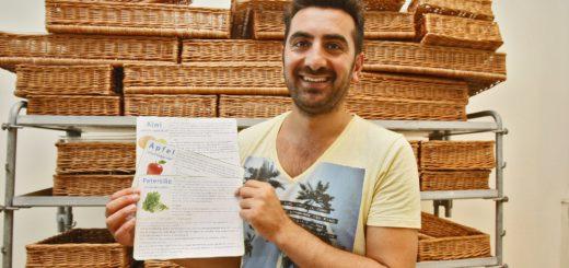Selcuk Demirkapi will mit Schildern über seine Produkte informieren – und außerdem den Großteil des Sortiments ohne Verpackung anbieten.Foto: Barth