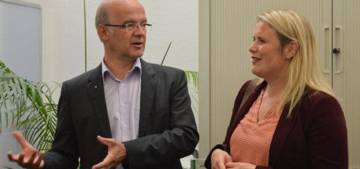 Doyma-Geschäftsführer René Hartwig führt Christina Jantz-Herrmann und Mitglieder der SPD Oyten durch das Unternehmen.Foto: Sieler
