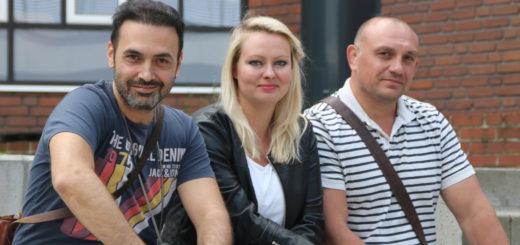 Celal Sarioglu (v. l.), Tanja Ulbrich und Pavel Fedorenko sind als Streetworker der Caritas auf den Straßen von Bremen-Nord unterwegs. Foto: Füller