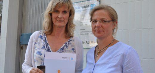 Heike Gronewold, Leiterin der Fachstelle (links) mit Regina Haack. Foto: Sieler