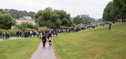 Die erste Pokémon Go-Tour lockte laut Veranstalter viele Besucher an den Weserdeich. Foto: Clören