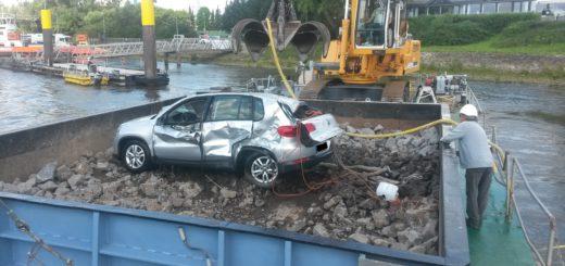 Die Handbremse war nicht angezogen: Fahrzeug nach Havarie aus der Weser geborgen. Foto: WSA