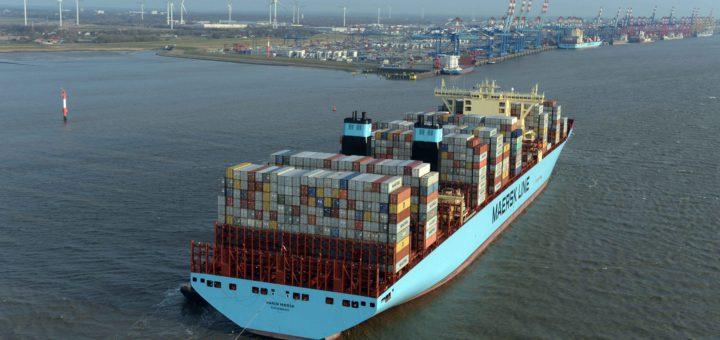 Container Terminal Erstanlauf der Maren Maersk in Bremerhaven 26.2.15 Luftfoto Scheer