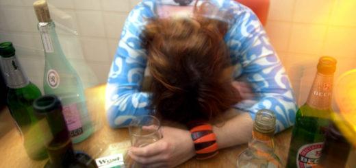 Mädchen mit Alkoholproblem. Foto: WR