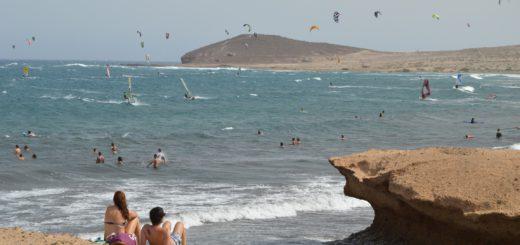 Am südlichen Strandabschnitt von El Médano sind die Kitesurfer zuhause. Foto: Sieler