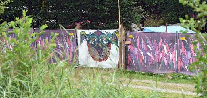 """Die Verantwortlichen von """"Außerhalb"""" haben sich ein Camp auf der Pusdorfer Meile eingerichtet. Foto: Schlie"""