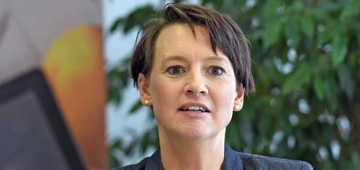Bildungssenatorin Claudia Bogedan glaubt, dass Bremens Schulen gut ausgestattet sind. Foto: Schlie