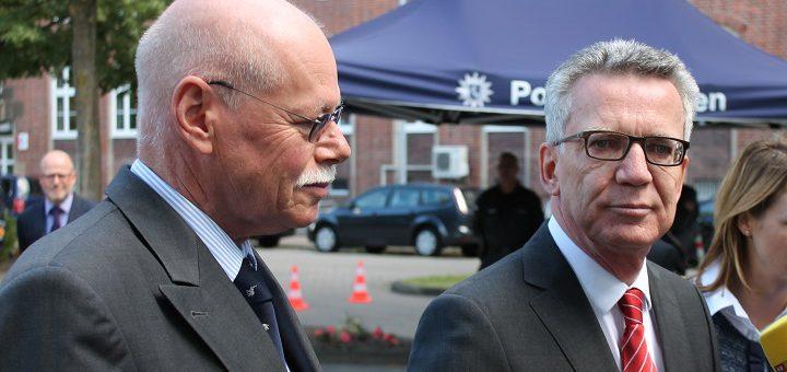 Bundesinnenminister Thomas de Maiziére mit Bremens Innensenator Ulrich Mäurer in Bremen. Foto: Bohlmann