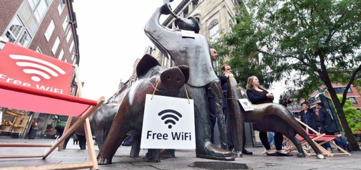Freies WLAN gibt es ab sofort in weiten Teilen der Innenstadt - bis Herbst sogar flächendeckend. Foto: Schlie