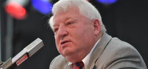"""Der ehemalige Bundeslandwirtschaftsminister Karl-Heinz Funke war bei der Eröffnung der """"Land Tage Nord"""" der Festredner. Foto: Konczak"""
