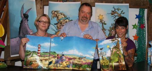 Hörspielproduzentin Christa Warncke, Wirtschaftsförderer Siegfried Ziegert und Illustratorin Lea Fröhlich präsentieren eine kreative Geschäftsgründungsidee. Foto: Möller