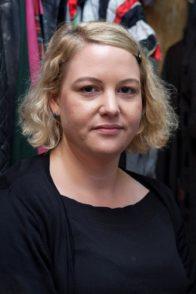 Vorher: Bevor Monika Sperlich loslegt, sieht Redakteurin Sonja Niemann noch ganz normal aus. Foto: Barth