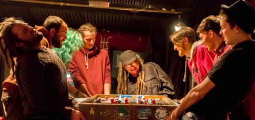 """Können nicht nur kickern, sondern auch Musik machen: Zu den Künstlern der ersten Auflage von """"Reggae Breamin"""" gehört auch die Band """"Brennholzverleih"""".Foto: pv"""