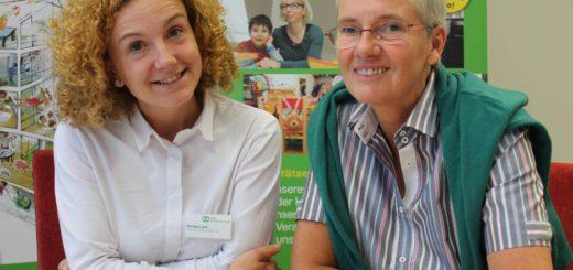 Karin Mummenthey (r.) leitet das SOS-Kinderdorf-Zentrum in der Neustadt seit seiner Eröffnung. Monika Lysik (l.) ist für die offenen Angebote des Hauses verantwortlich.Foto: Niemann