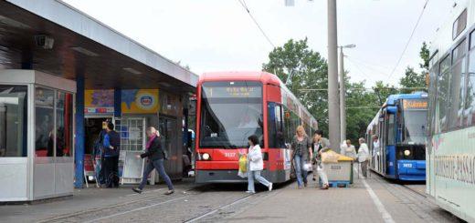 Die Bahnlinie 8 wird vorerst wohl weiterhin am Roland-Center enden. Der Planfeststellungsbeschluss für die Verlängerung der Straßenbahn nach Stuhr und Weyhe wurde vom Oberverwaltungsgericht gestoppt.