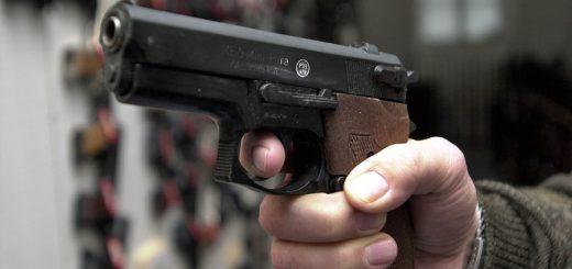 Wer sich eine Schreckschusswaffen anschaffen möchte, muss für den Waffenschein doppelt so viel bezahlen. Foto: WR