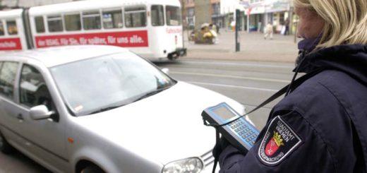 Die Bußgeldstelle im Bremer Stadtamt kommt nicht mit der Bearbeitung von Knöllchen hinterher. Foto: WR
