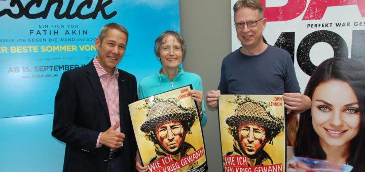 Jürgen Menzel (erster Vorsitzender, v. l.), Juliane Boecker-Storch (Öffentlichkeitsarbeit) und Heiko Edelbüttel (Internet) freuen sich auf den John Lennon-Film.Foto: pv