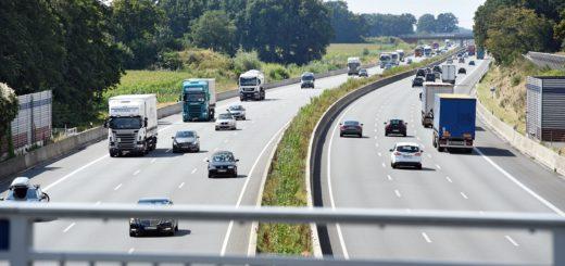 Die A1 am Bremer Kreuz sollte achtspurig ausgebaut werden – und zwar angeblich in naher Zukunft. Das war angeblich der eine Teil der Vereinbarung, die Verkehrssenator Lohse mit dem Bund geschlossen haben will.Foto: Schlie