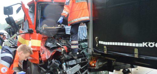 Ein polnischer Lkw-Fahrer schwebt nach einem Unfall auf der A 27 in Lebensgefahr. Foto: PI Verden/Osterholz