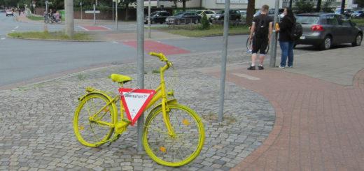 """Die """"Crashbikes"""" sollen ein Denkanstoß für Verkehrsteilnehmer sein. Foto: pv"""