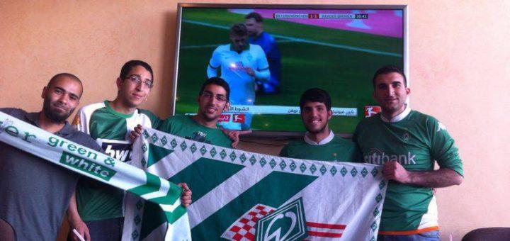 Lebenslang Grün-Weiß: Der Jordanier Mohammad Adnan und seine Fankollegen Mohanad Mohamad, Rashad Madi, Motaz Abo Salim und Ahmad Eid (v. l.) verfolgen die Spiele gerne gemeinsam.Foto: pv