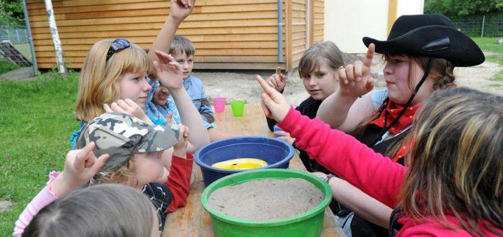 Schatzsuche auf der Stadtteilfarm Huchting für Kinder. Für Projekte wie dieses, die sich an Kinder bis zehn Jahre richten, ist in Zukunft in Bremen eigentlich keine Förderung durch die offene Kinder- und Jugendarbeit mehr vorgesehen.
