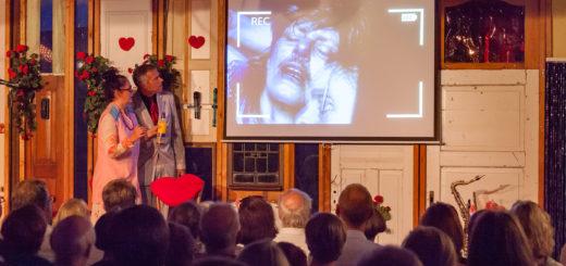 Die zahlreichen Videoeinspielungen kamen beim Publikum besonders gut an. Foto: Andreas Wilhelm