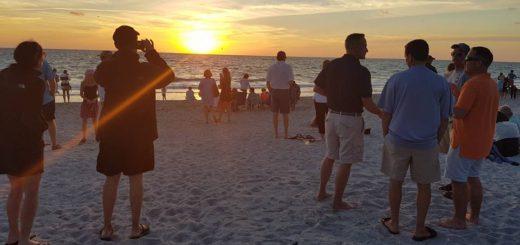 """Der Strand von Captiva vor dem """"The Mucky Duck"""" ist berühmt für seine traumhaften Sonnenuntergänge. Foto: Kuhl"""