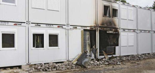 Nach dem Brand auf die Flüchtlingsunterkunft in Huchting fordert die Opposition mehr Sicherheitsleute. Foto: Barth