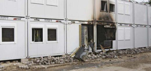 Das geplante Übergangswohnheim in Huchting ist in der Nacht zu Dienstag teilweise abgebrannt. Foto: Barth