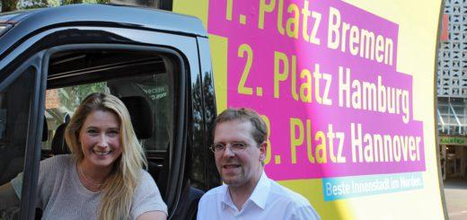 Lencke Steiner und Magnus Buhlert haben das Innenstadtkonzept der Bremer FDP vorgestellt. Foto: Niemann