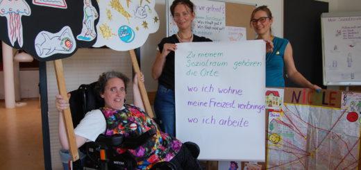 """Die Moderatorinnen Nicole Papendorff (v.l.), Birgit Kmiecinski und Sylvia Kuttruf im Workshop """"Mein Sozialraum"""" Foto: pv"""