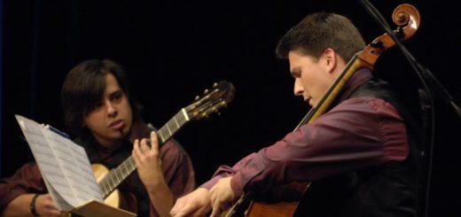Das Villa-Lobos-Duo war bereits 1999 beim ersten Rathauskonzert in Ganderkesee dabei. Nun sind die beiden Musiker wieder vor Ort um südamerikanische und südeuropäische Werke zu Gehör zu bringen.Foto: Manfred Pollert