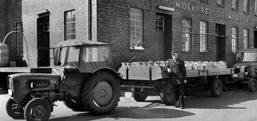 Milchbauer bei der Anlieferung bei der Molkerei. Ab November 1974 wurde die Milch mit Tankwagen transportiert. Foto: Stadtarchiv Delmenhorst