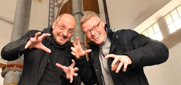 Patrick Fechner und Veranstalter Norbert Lange haben sich wieder eine Menge für das Grusel-Event einfallen lassen. Foto: Konczak