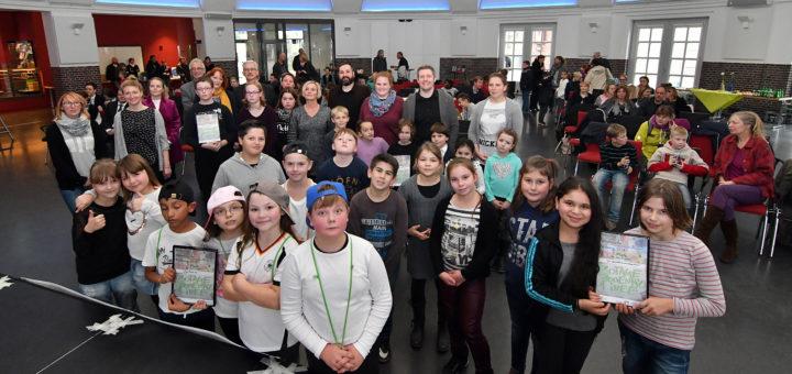Insgesamt zehn Schülergruppen haben am Donnerstag ihre Projektideen in der Delmenhorster Markthalle vorgestellt – vier Projekte wurden prämiert. Foto: Konczak