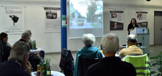Bei der Ausstellungseröffnung referierte Birgit Mair über die Taten des NSU, deren Opfer und die gesellschaftlichen Folgen.Foto: Konczak