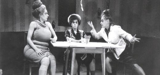 """""""Die Präsidentinnen"""" sind eine rabenschwarze Groteske dreier alternder Frauen von Werner Schwab. Es spielen Nomena Struß, Marion Freunorfer und Liz Hencke mit. Foto: pv"""