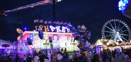 Der Freimarkt bei Nacht: Eine Welt aus bunten Lichtern. Foto: Schlie