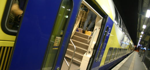 Der Metronom kommt in den frühen Morgenstunden am Bremer Hauptbahnhof an. Fotos: Neloska