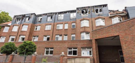 Das Feuer am 16. September zerstörte große Teile des Josef-Hospitals Mitte. Foto: Meyer
