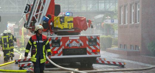 Rund 300 Feuerwehrleute waren bei dem Krankenhausbrand am 16. September im Einsatz