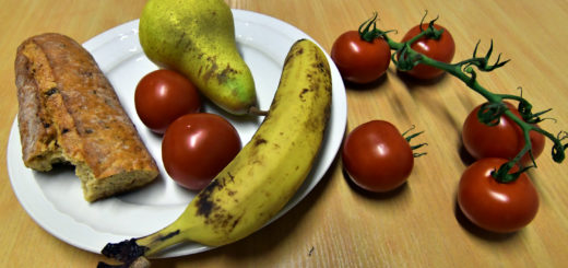 Ob braune Stellen oder schon etwas trocken - viele Lebensmittel werden weggeschmissen, obwohl sie noch verwendet werden können. Foto: Konczak