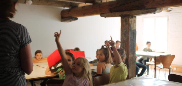 Die Overbeck-Klasse ist nur eine von zahlreichen Schulklassen, die den Kinderkunstraum des Overbeck-Museums nutzen.Foto: Füller
