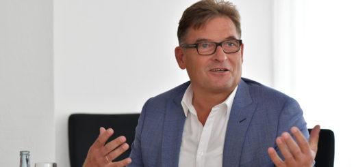 Henry Peukert hat im Oktober seine Arbeit bei der Gemeinde Ganderkesee aufgenommen. Ab Januar ist er Geschäftsführer der noch zu gründenden Bäder-GmbH. Foto: Konczak