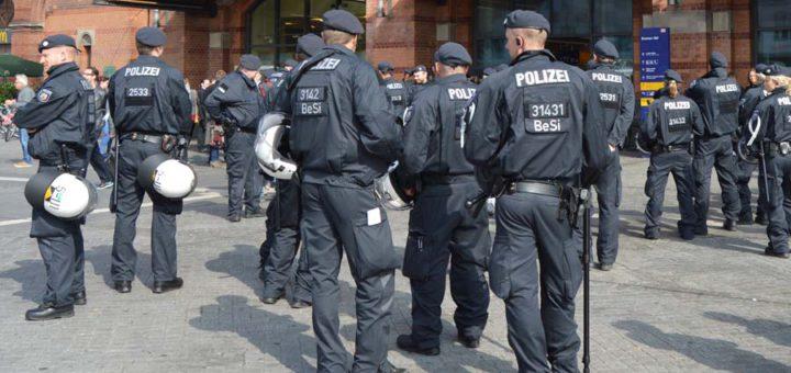 Die Polizei musste in der Vergangenheit mehrfach ausrücken, wenn es zu Auseinandersetzungen zwischen Clans in Bremen kam, dennoch gibt es nur noch einen Spezialisten. Symbolfoto/WR