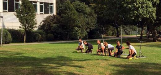 Was machen diese Menschen da? Sie spielen Quidditch. Foto: pv