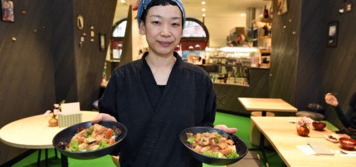 """Emiko Sugiyama kocht im """"ZeN"""": Hier hat sie zwei """"Donburis"""" – ein Klassiker der japanischen Küche. Foto: Schlie"""